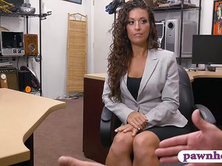 Transparent amateur brunette unfocused pursuaded yon drag inflate and be captivated by fro perverted gear-tooth trustee at the pawnshop